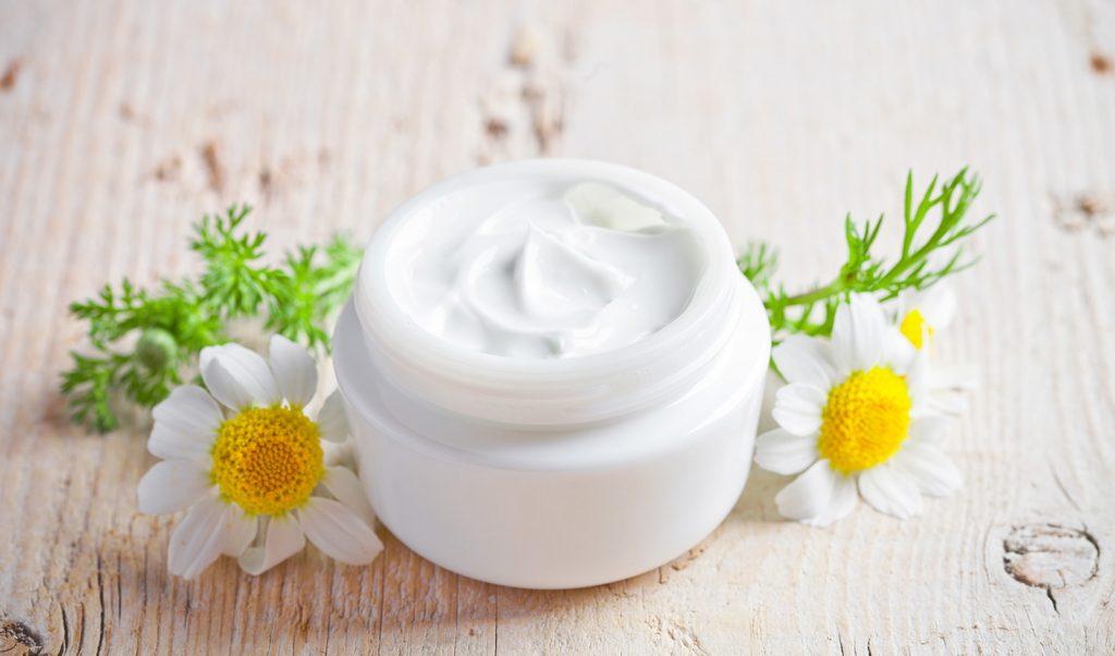Используйте разные кремы для увлажнения сухой кожи лица